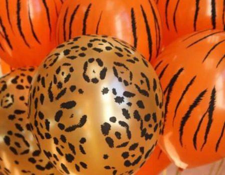 Balões com estampas dá um toque colorido, mas lembre-se mescle-os com cores neutras para imprimir um ar mais sofisticado